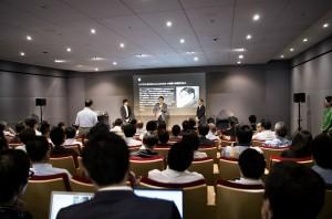 講演終了後、登壇者3人(左からアイキューブドシステムズ・山崎氏、ハンズラボ・長谷川社長、弊社・加藤